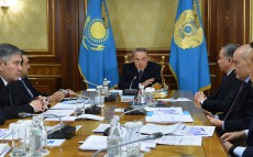 Nursultan Nazarbayev holds meeting on oil and gas development issues